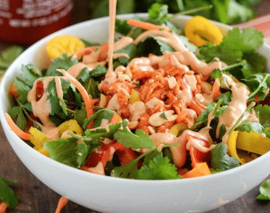 La recette facile de salade saumon épicée à la thaïlandaise!