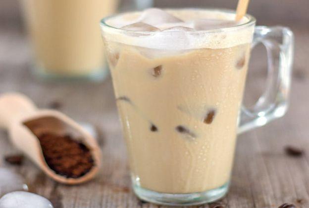 La recette facile de café glacé (Prêt en 1 minute!)