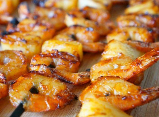 La recette facile brochettes épicées de crevettes et d'ananas (sur le BBQ)!