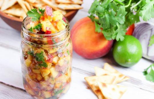 La recette facile de salsa fraîche aux pêches (6 ingrédients!)