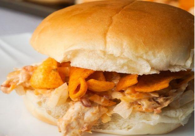 La recette facile de sandwich au poulet BBQ et Fritos!