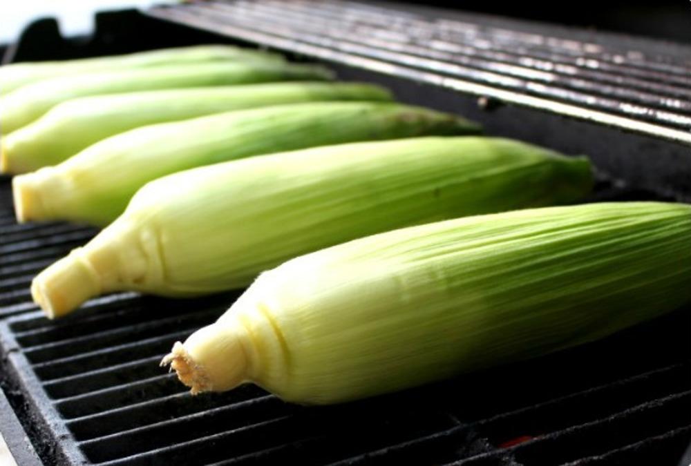 La recette facile de blé d'inde (maïs) grillé sur le BBQ!