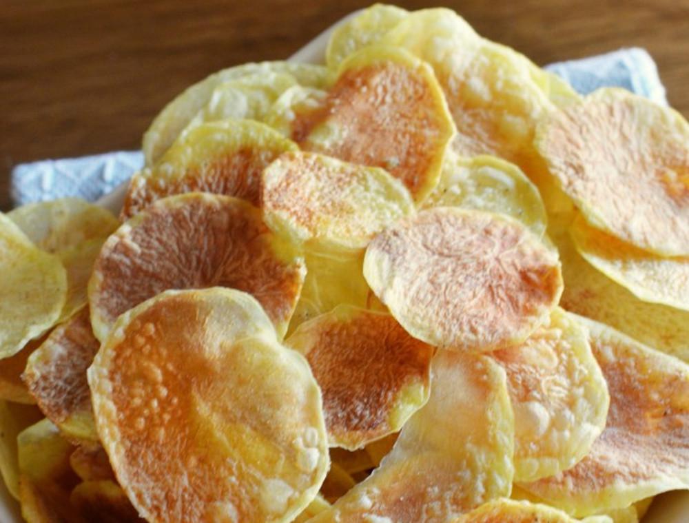 La recette facile de chips au micro-ondes super économique!