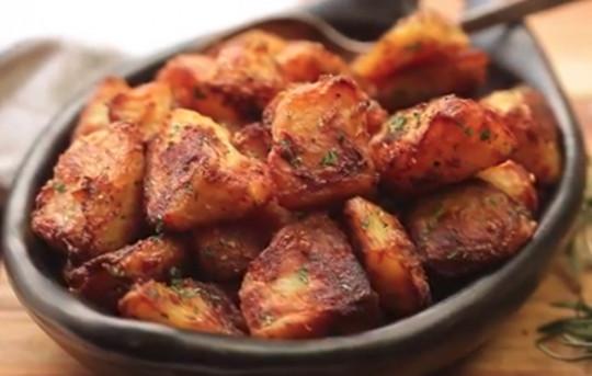 La meilleure recette de patates rôties... Super facile :)