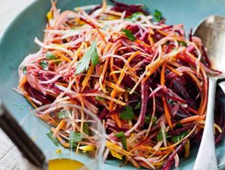 La meilleure recette de salade de betteraves, carottes et pommes!