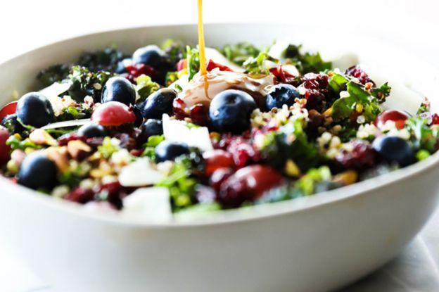 La recette super santé de salade de kale et de quinoa!