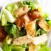 Une délicieuse recette de salade croustillante de wonton au poulet!