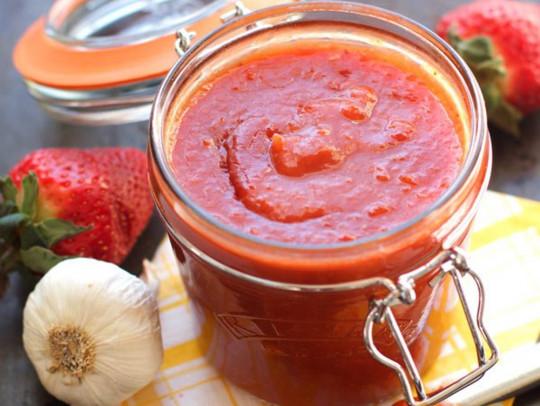 La recette facile de sauce piquante aux fraises et Whiskey!