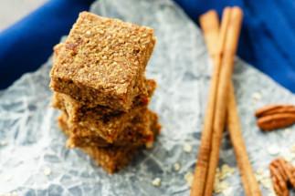 La recette facile de barres énergétiques aux pommes et cannelle!
