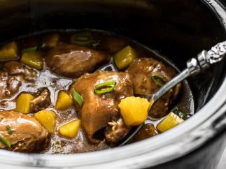 Cette recette de poulet teriyaki aux ananas dans la mijoteuse est absolument parfaite!