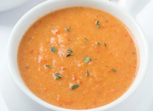 La recette facile de soupe au chou-fleur et poivrons rouges rôties!