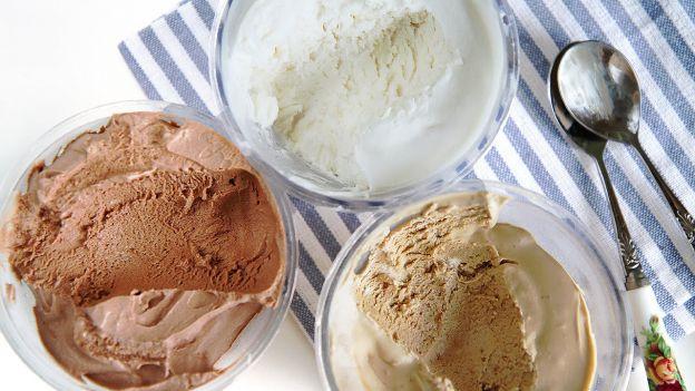 La recette la plus facile de crème glacée maison (Vanille café ou chocolat)