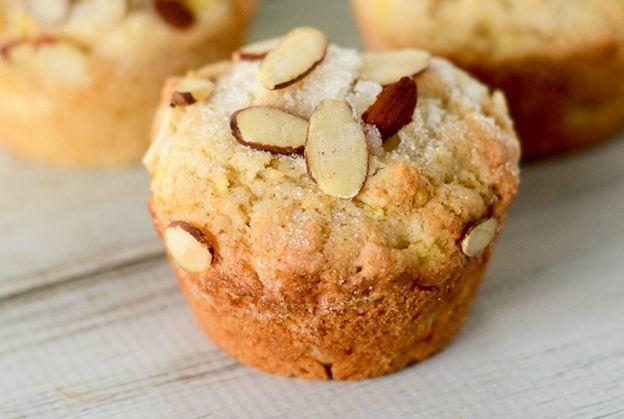 La délicieuse recette facile de muffins aux pommes et amandes!