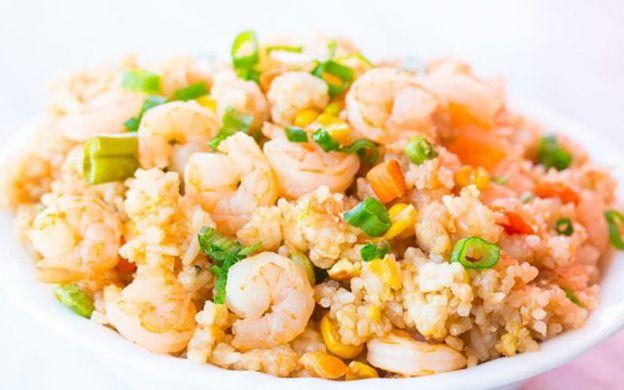 La meilleure recette de riz frit aux crevettes (Super facile à faire!)