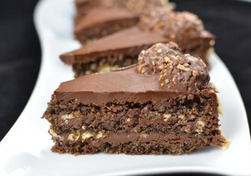 Ce gâteau au Ferrero Rocher est le plus décadent au monde... MIAM!