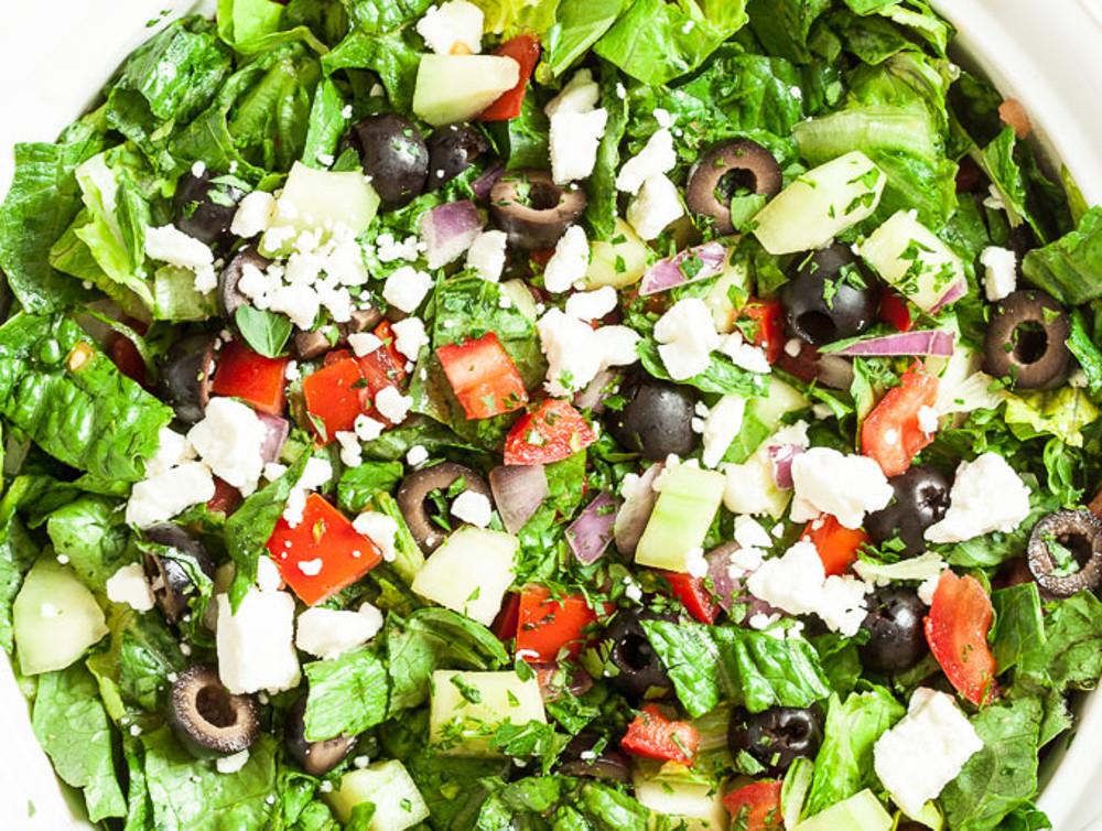 La meilleure recette de salade grecque (Et la plus facile à faire!)