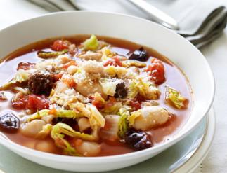Soupe aux haricots et pruneaux à la Toscane