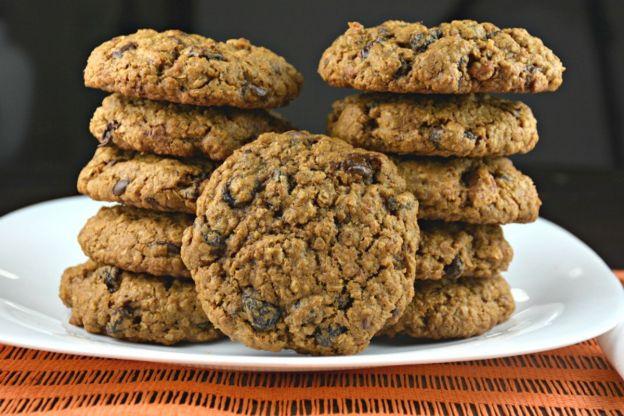 Les délicieux biscuits à la mélasse, avoine, chocolat et raisins!