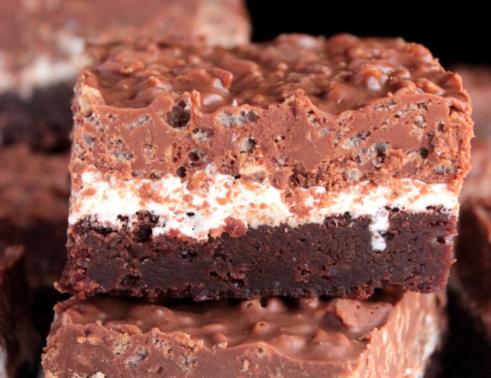La recette de brownies croustillants au chocolat et beurre d'arachides! Si bon...