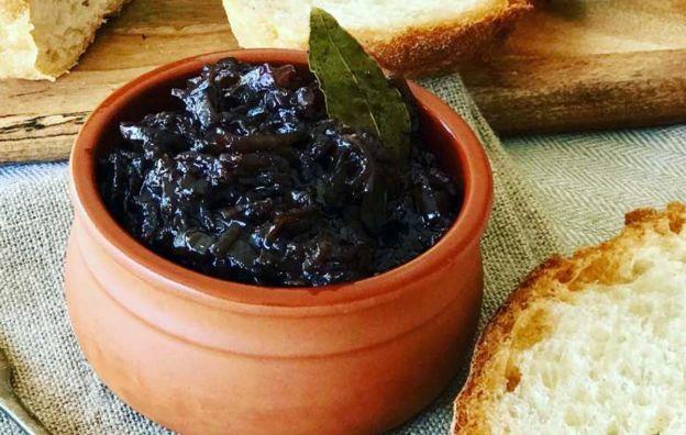 Un confit d'oignons rouges au vinaigre balsamique absolument délicieux!