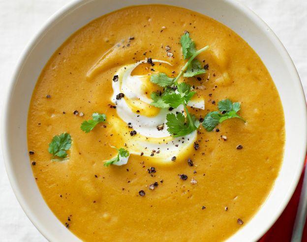 Ce délicieux potage doré aux pois chiches est très facile à faire!
