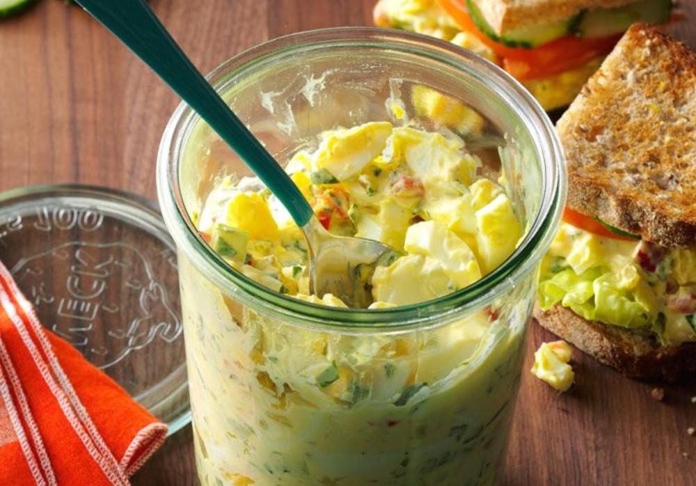 La meilleure salade crémeuse aux oeufs (Super facile à faire!)