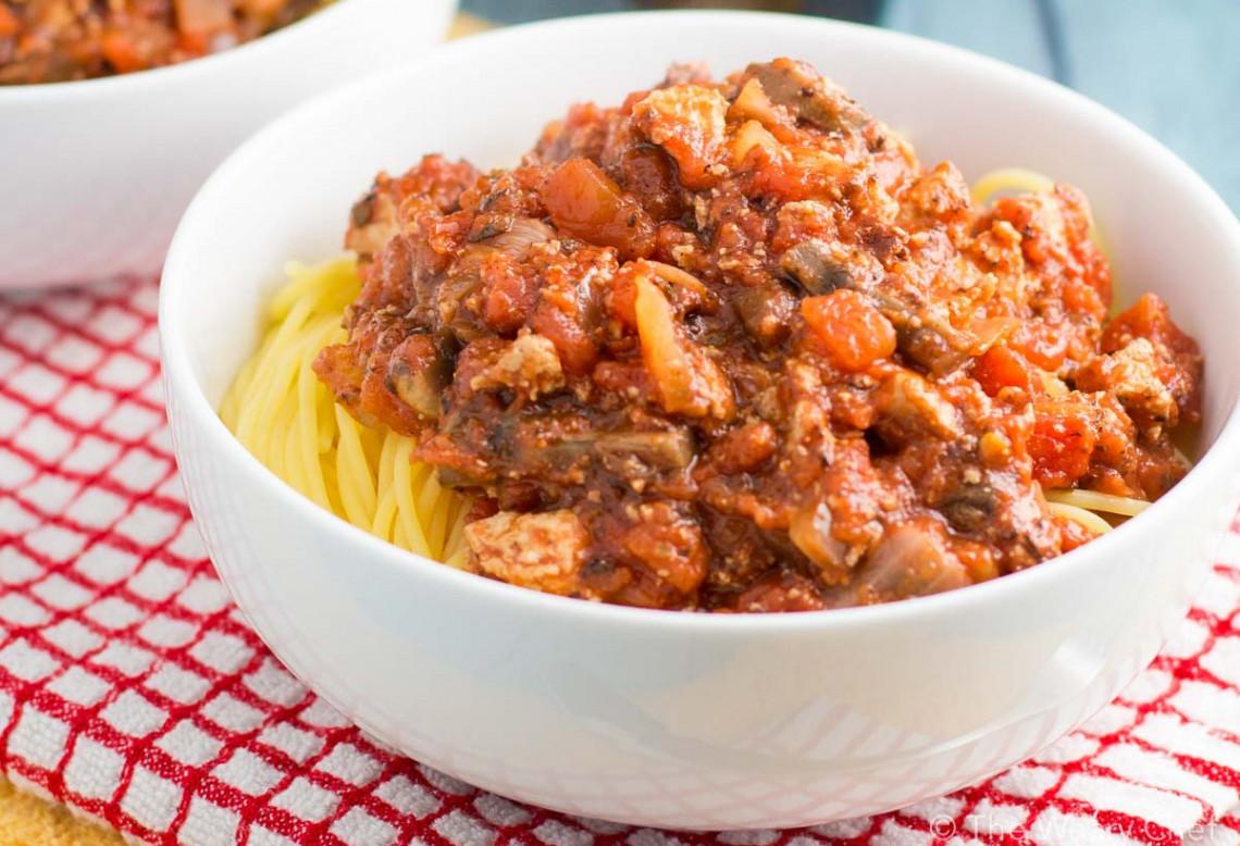 La meilleure recette de sauce à spaghetti végétarienne (Très facile!)