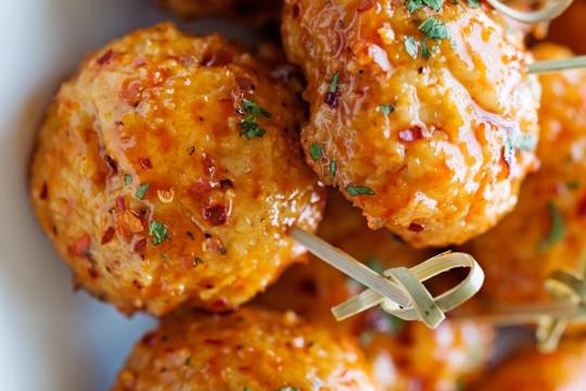 La meilleure recette de boulettes de poulet piquantes... Et facile à faire!