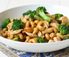 Poulet au brocoli et aux noix de cajou (style One Pan)