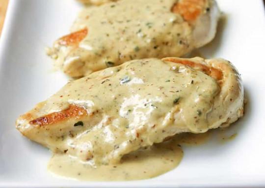 Une recette de poulet avec une sauce crémeuse à la moutarde (Très facile à faire!)