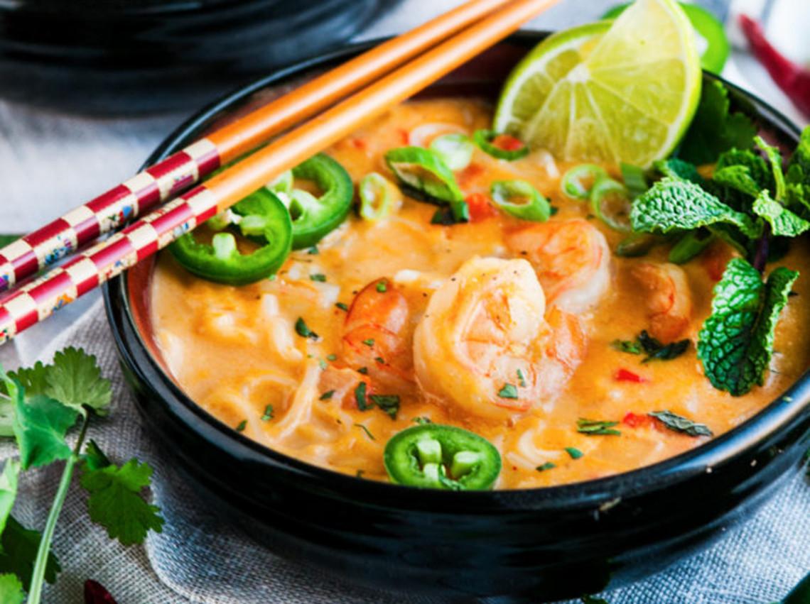 Une Soupe Thailandaise Aux Crevettes Et Lait De Coco Tres Facile A Faire