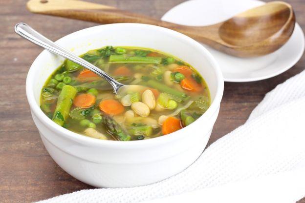 La meilleure recette de soupe aux légumes du printemps (Très facile à faire)!