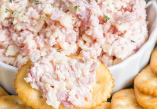 Une délicieuse salade de jambon pour les sandwichs et les tartines!
