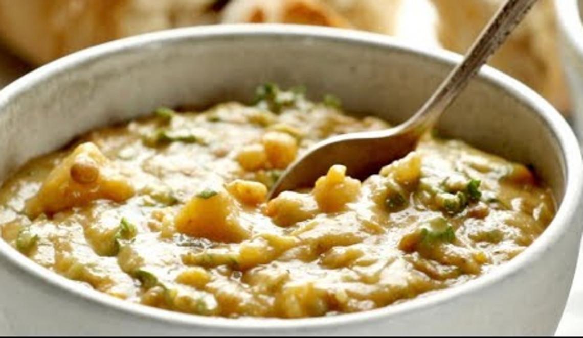 La meilleure recette de soupe détoxifiante aux lentilles dans la mijoteuse!