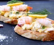 Tartine de salade aux œufs et crevettes