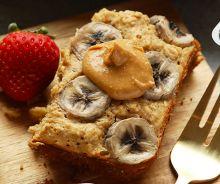 Gâteau à l'avoine, beurre d'arachides et bananes