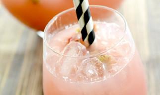 Cette limonade à la rhubarbe est rafraîchissante et facile à faire…