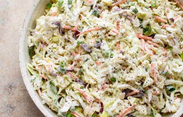 La meilleure recette de salade de chou aux pommes! (Très facile)
