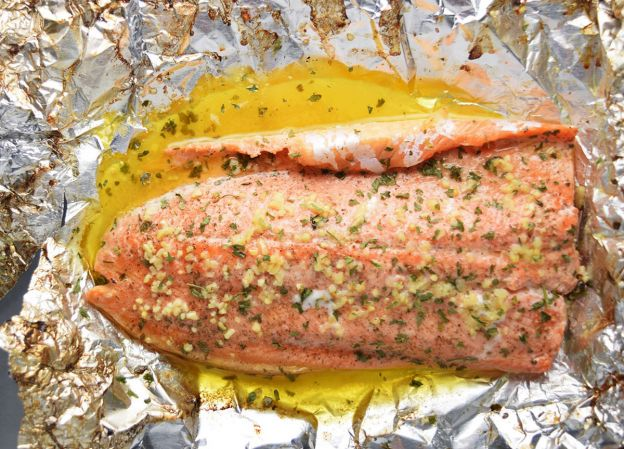 La meilleure recette de truites arc-en-ciel au beurre et à l'ail (Wow!)