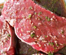 Marinade au vin rouge pour les steaks