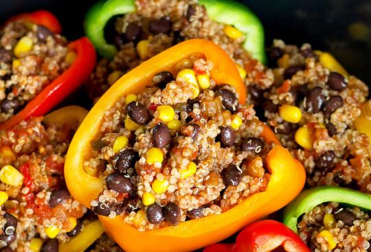 Une recette végétarienne de poivrons farcis à la mexicaine dans la mijoteuse!