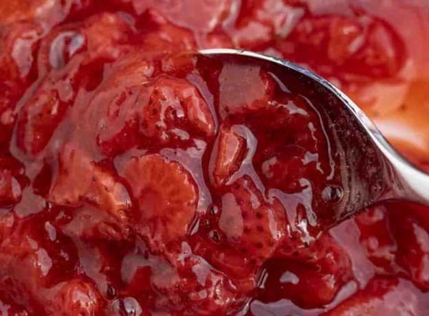 Une fantastique sauce aux fraises à faire avec seulement 3 ingrédients!