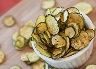 Chips de courgettes au sel et poivre