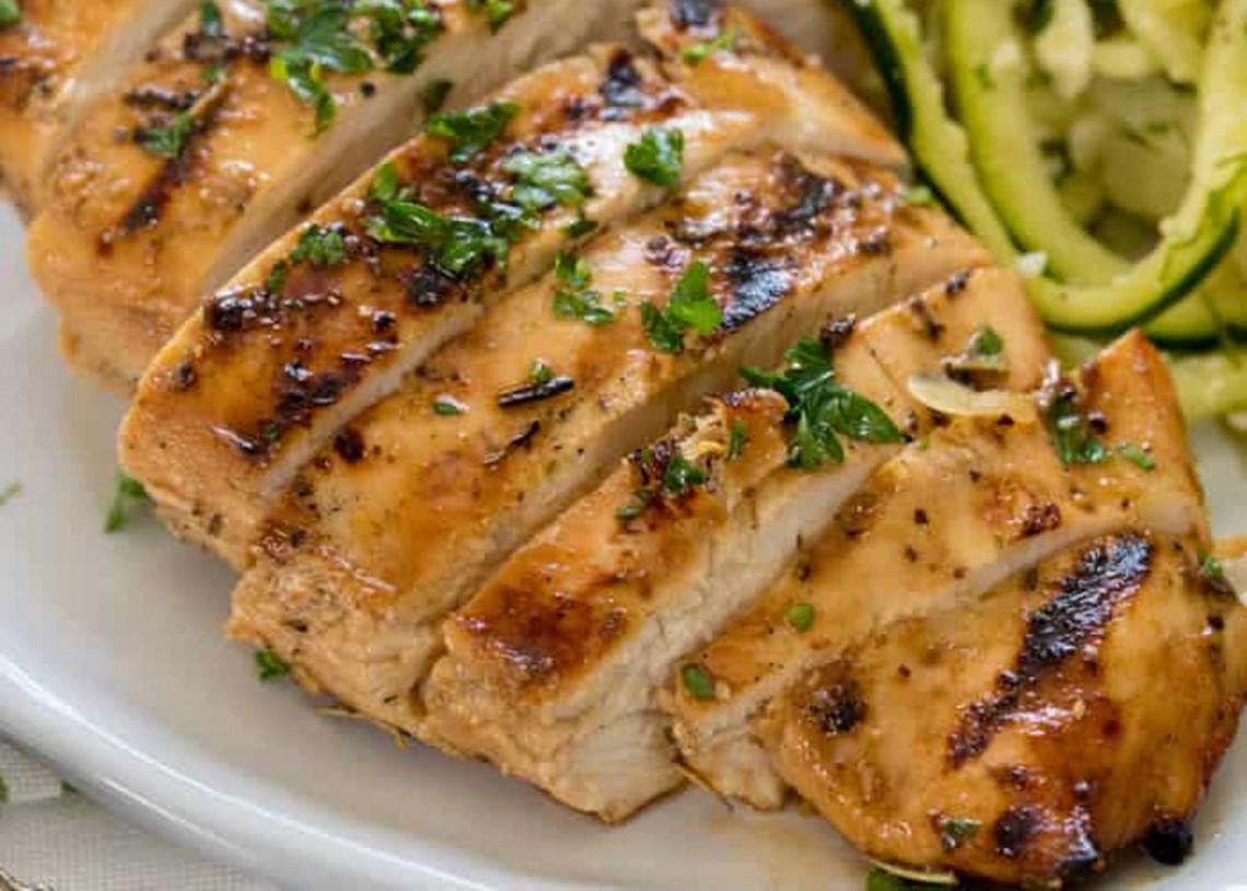 La recette de poulet grillée la plus facile à faire sur le BBQ!
