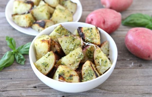 Les meilleures pommes de terre grillées au pesto (Sur le BBQ!)