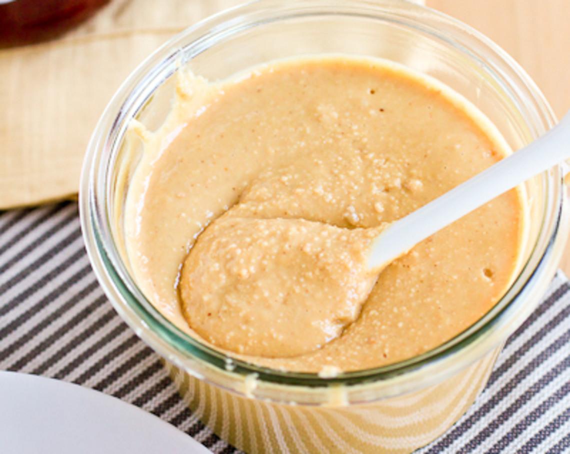 La meilleure recette de beurre d'arachides maison (2 ingrédients)!