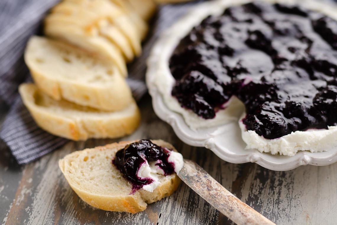 La meilleure recette de bleuets balsamique et fromage de chèvre (L'entrée parfaite!)