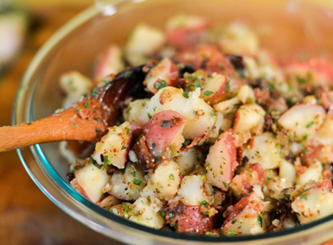 Une délicieuse recette de salade de patates au vinaigre!