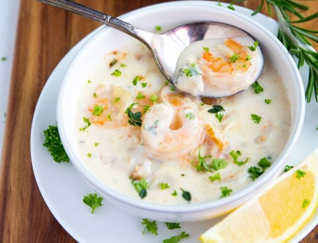 La meilleure recette de Chaudrée crémeuse aux fruits de mer (Très facile!)