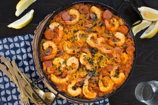 Une délicieuse recette de paëlla aux crevettes et chorizo très facile à faire!